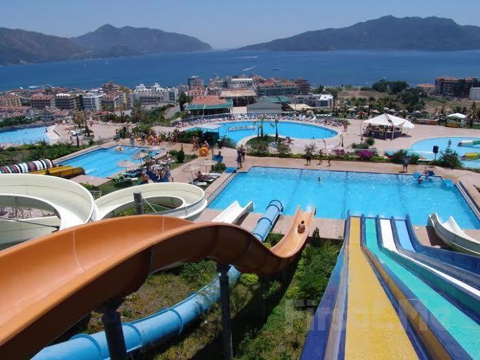 Marmaris Aqua Dream Water Park'ta Aquapark Girişi ve Sınırsız Eğlence Fırsatı! Bu yaz Marmaris Aqua Dream Water Park'ta, Aquapark Fırsatı ile yazın sıcak günlerini dalga havuzunda serinleyerek, yüzme havuzunda su oyunları, yağmur dansı ile veya kaydıraklarla adrenalin dolu bir gün geçirin.