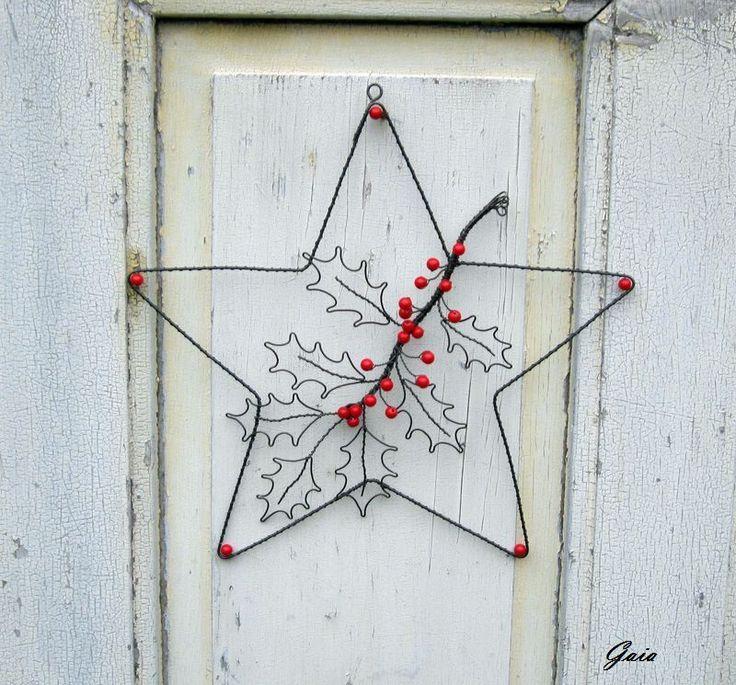 Hvězda+s+cesmínou+Vánoční+dekorace+třeba+na+dveře+-+hvězda+srudými+bobulkamicesmíny.+Rozměry:+hvězda+-+průměr+34+cm+Gaia2016