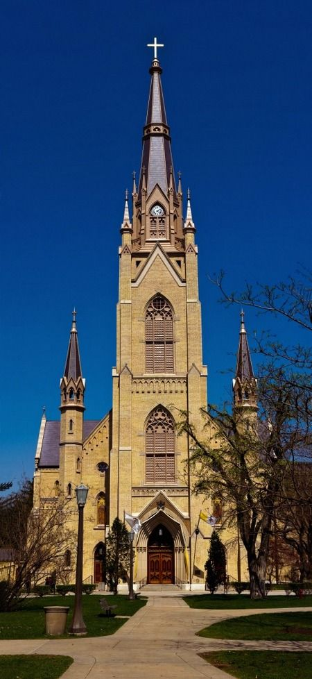 The Basilica of the Sacred Heart is open to the public year round. When school is in session, the Basilica is open from 9 a.m. to 9 p.m. When students are on Fall, Christmas or Spring Break, the hours are 9 a.m. to 4 p.m. Please feel free to come inside and pray or take a self-guided tour. Tour guides are also available during these hours if you have any questions along the way. Mass is held daily inside the Basilica. Learn more about the Basilica Mass schedule