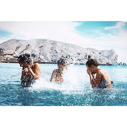 Swimming with friends <3 www.balisocial.club Villa The Sanctuary Bali www.villathesanctuarybali.com