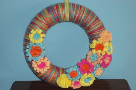Wreath. Yarn wreath decorated with multicolored felt  by MoCactus, €20.00