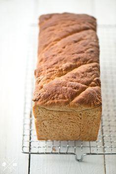 Selbst gebackenes Toastbrot mit Dinkelmehl   relleomein.de #vegan