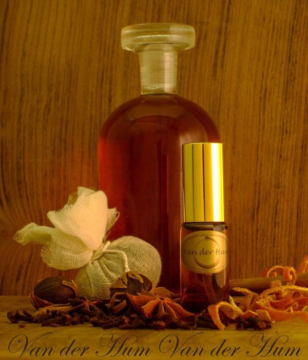 Van der Hum - Spicy, citrus, ambery - brandy fragrance