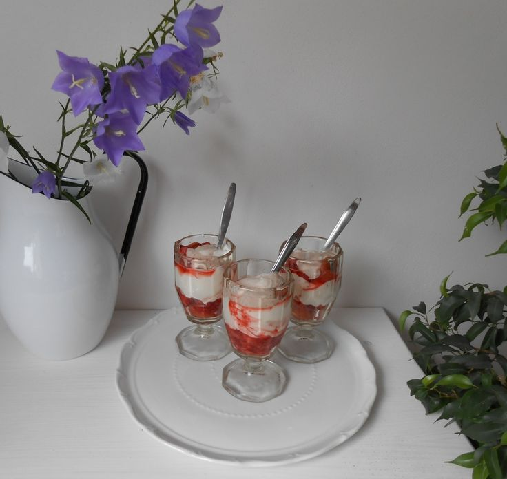 Ovocný pohár se sušenkami Lotus