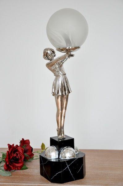 Stojąca lampa z figurą kobiety / Lamp with woman in art deco style
