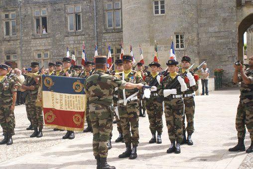 Jeudi dernier à Jonzac (17), avait lieu la cérémonie de dissolution du 57e Bataillon d'Infanterie dont la devise est révélatrice de son cour...