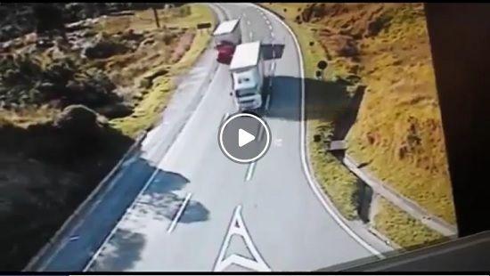 (Video) Tres adolecentes son brutalmente atropellados en Brasil - http://www.esnoticiaveracruz.com/video-tres-adolecentes-son-brutalmente-atropellados-en-brasil/