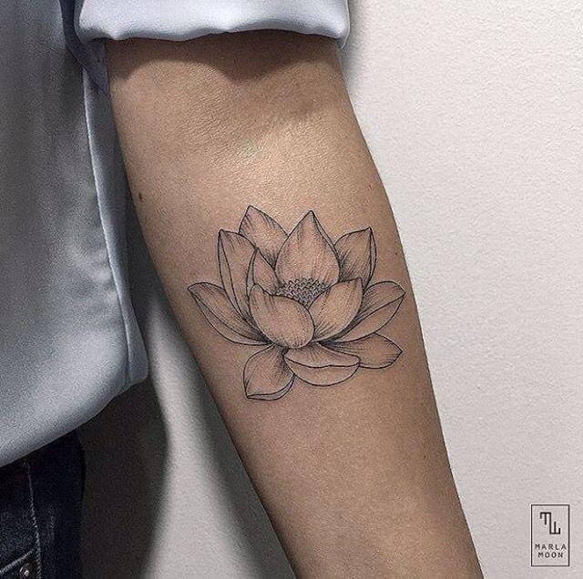 die besten 25 lotusblume tattoo ideen auf pinterest tattoos die f r kinder stehen lotusblume. Black Bedroom Furniture Sets. Home Design Ideas