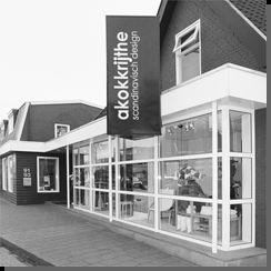 AKOKKRIJTHE     In Grootegast staat een unieke winkel. Een winkel waar men uitsluitend producten verkoopt van Scandinavische origine. Een winkel vol met dameskleding, woonaccessoires en cadeaus van Scandinavische topontwerpers. Een winkel waarvan er in heel Nederland geen tweede bestaat.