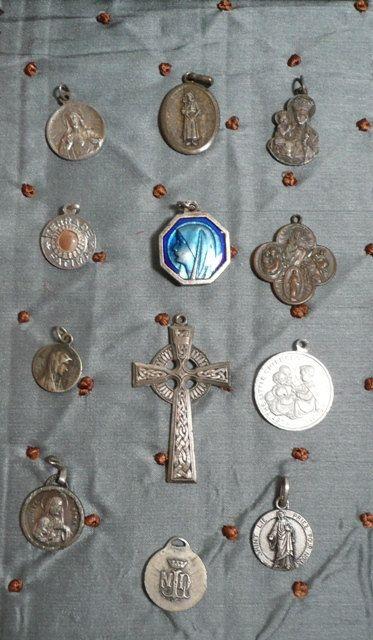 Ieder katholiek kind kreeg vroeger een medaillon opgespeld