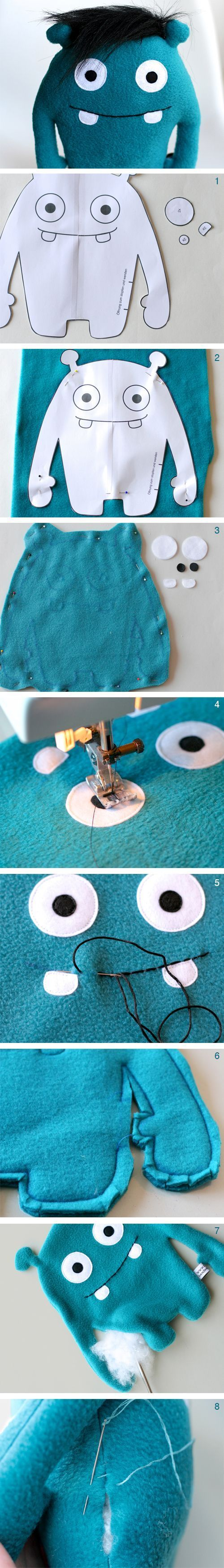 DIY-Nähanleitung für ein niedliches Monster aus Plüsch, Spielzeug selbermachen / diy sewing tutorial for a cuddly monster, gift idea via http://DaWanda.com