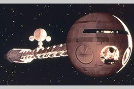 『2001年宇宙の旅』アーサー・C・クラークとスタンリー・キューブリックがアイデアを出しあってまとめたストーリーに基いて製作されたSF映画およびSF小説である。映画版はキューブリックが監督・脚本し、1968年4月6日にアメリカで初公開された。小説版は同年6月にハードカバー版としてアメリカで出版されている。