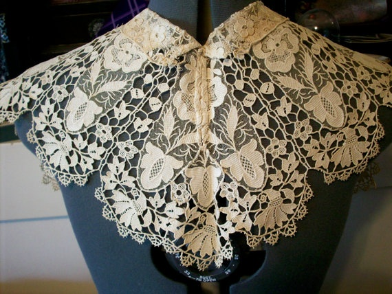 Antique lace collar ivory heavy lace gorgeous