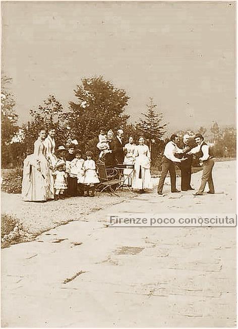 """Una famiglia alle Cascine a fare il """"picnic""""? Siamo nel 1890 circa,"""