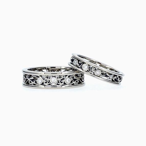 Filigree Wedding Band set wit Diamonds
