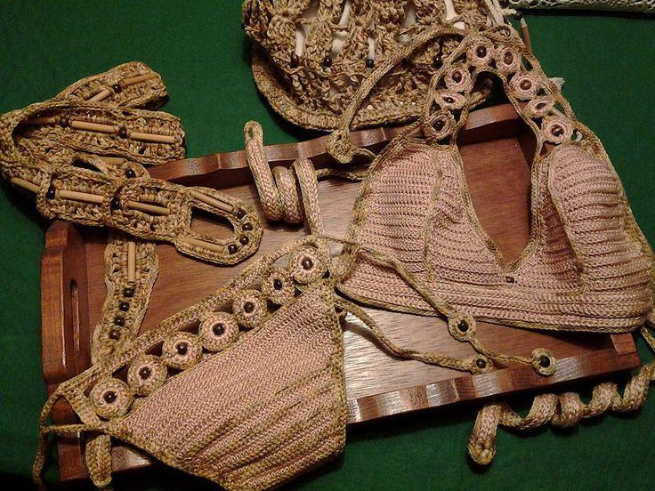 """https://flic.kr/p/D1J6ax   LE TRAME DI ROSSELLA....antichi intrecci per creazioni esclusive LUXURY CLOTHES AND ACCESSORY HANDMADE    Linea:After Swimming wear ....  """"Trame di Sabbia""""  Cotton and wood for this bikini and accessory sand color Bikini in cotone colore sabbia rosa con rifiniture in melage, inserti in legno, articolo unico non riproducibile, tg 44/46, coordinata anche borsa secchiello e cintura Bikini COD.218 borsa COD.520 cintura COD.630"""