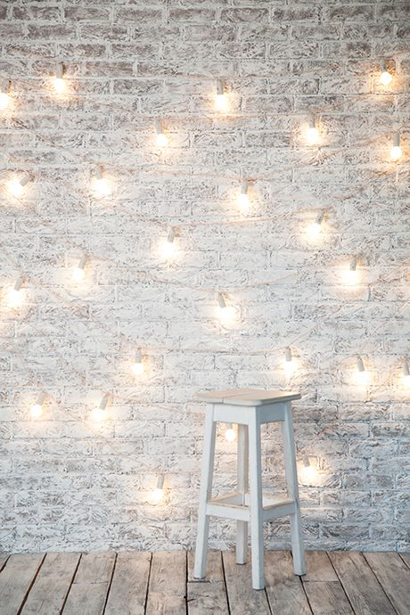 Новая локация в Fafastudio. Кирпичная стена с фонариками. New location in Fafastudio. Brick white wall with string lights. #brickwall #white #lights  #Lamps #Lighting #String #Lights #fafastudio #studio #location #backdrop