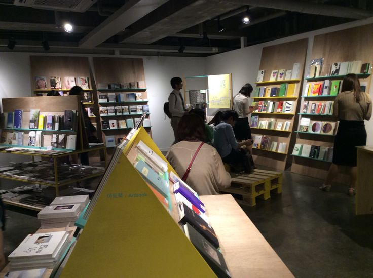 Pan Gongjakso at About Books, independent book market 상상마당 어바웃북스에서 people reading books