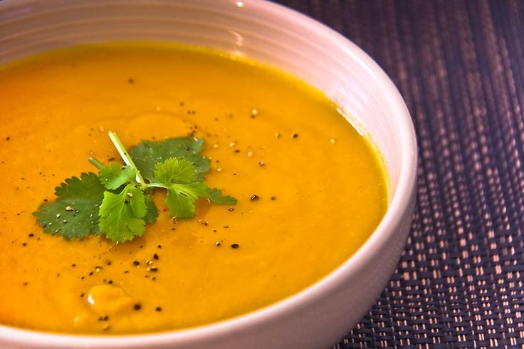 Carrot and coriander soup on http://www.ledelicieux.com