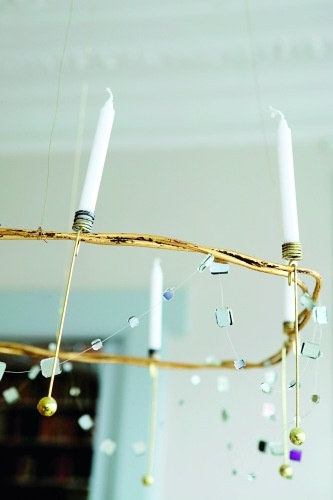 i really like how delicate this looks and with the candles, I want to play around with it