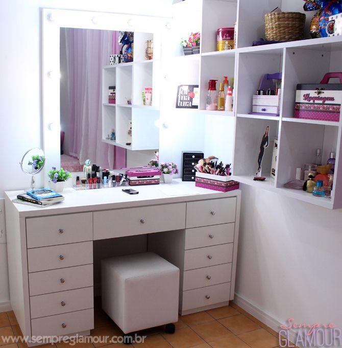 Imagem de http://www.sempreglamour.com.br/wp-content/uploads/2014/05/1-penteadeira-de-maquiagem-estilo-camarim-sempre-glamour-copy.jpg.