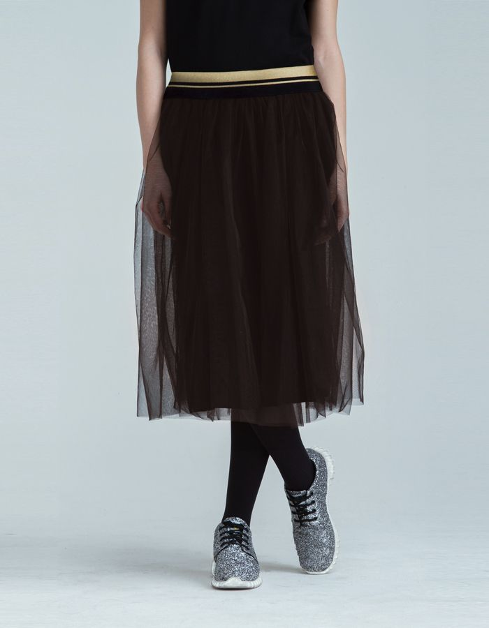 COFFEE TULLE - Skirt  169,00 € cad. -  DESCRIZIONE PRODOTTO   Gonna in tulle in tinta unita caffe' rifinitura in lurex oro fodera interna in jersey elasticizzato caffe'