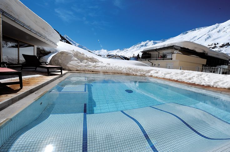 Hotel The Crystal | Design Hotel | Austria | http://lifestylehotels.net/en/hotel-the-crystal | outdoor, pool, winter, Swimming, snow