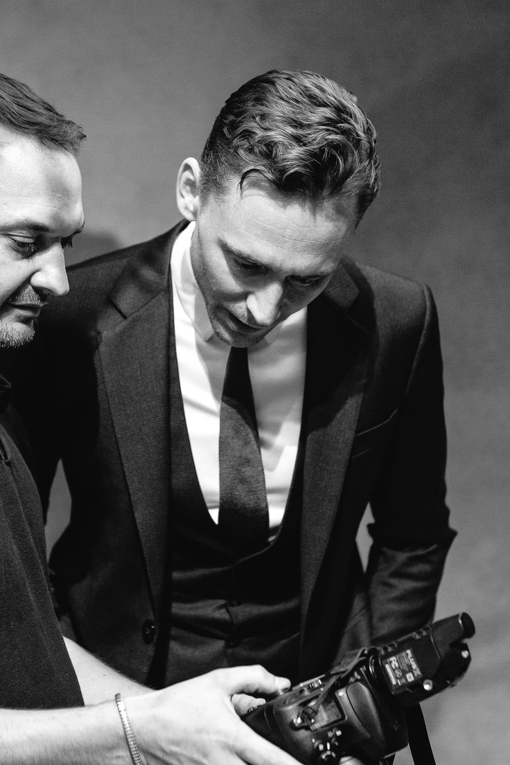 Tom Hiddleston poses for a portrait with photographer Jeff Vespa during the 2013 Toronto International Film Festival on September 6, 2013 in Toronto, Canada [HQ]