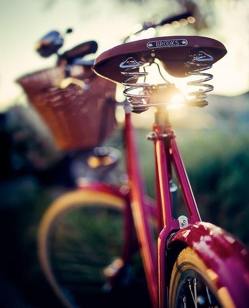 Fiets met je roze fiets naar je roze kantoor. Is nog gezond ook!