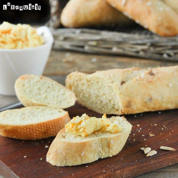 Pan al curry con mantequilla de naranja y rábano picante | L'Exquisit