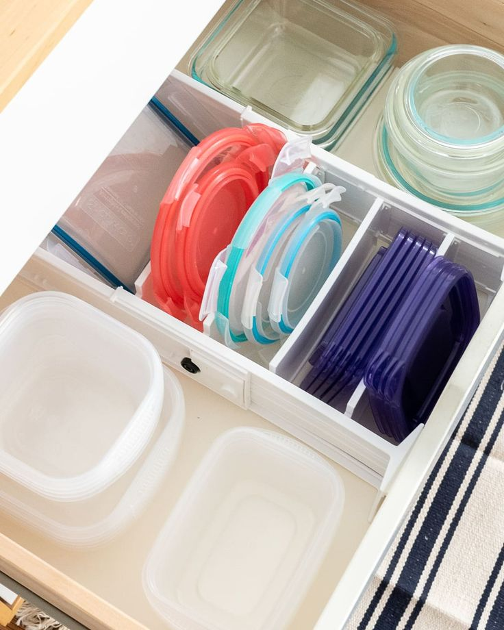 10 clever ways to organize tupperware and food storage containers tupperware organizing on kitchen organization tupperware id=74029
