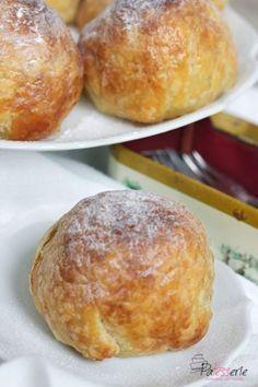 Bladerdeeg Appelbollen met amandelspijs en rozijnen