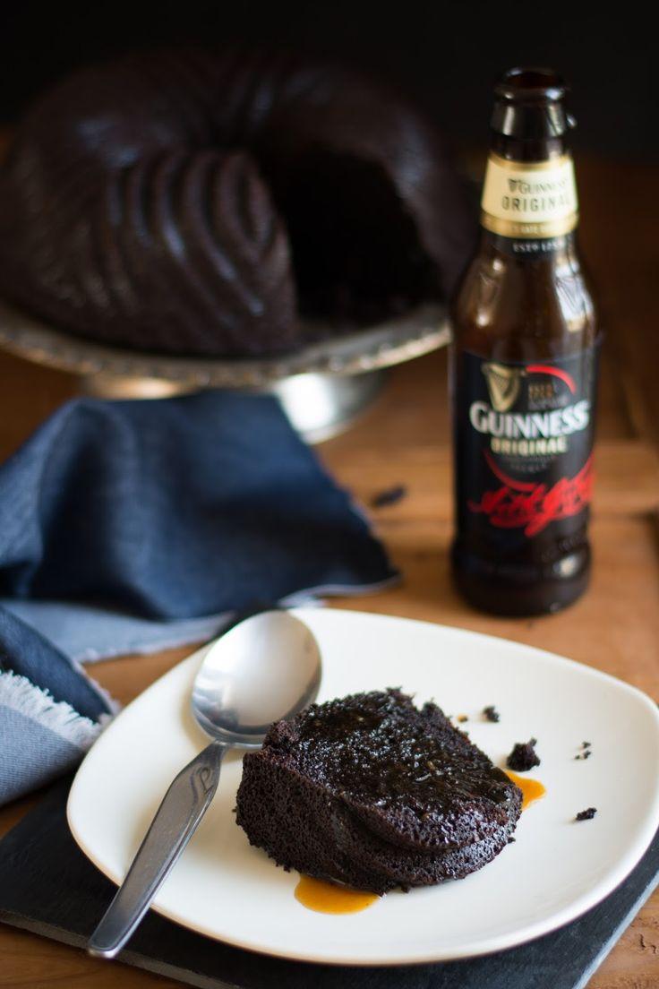 Un gâteau au chocolat et à la Guinness...  Non, vous ne rêvez pas, c'est bien la célèbre bière brune irlandaise qui rentre la composition...