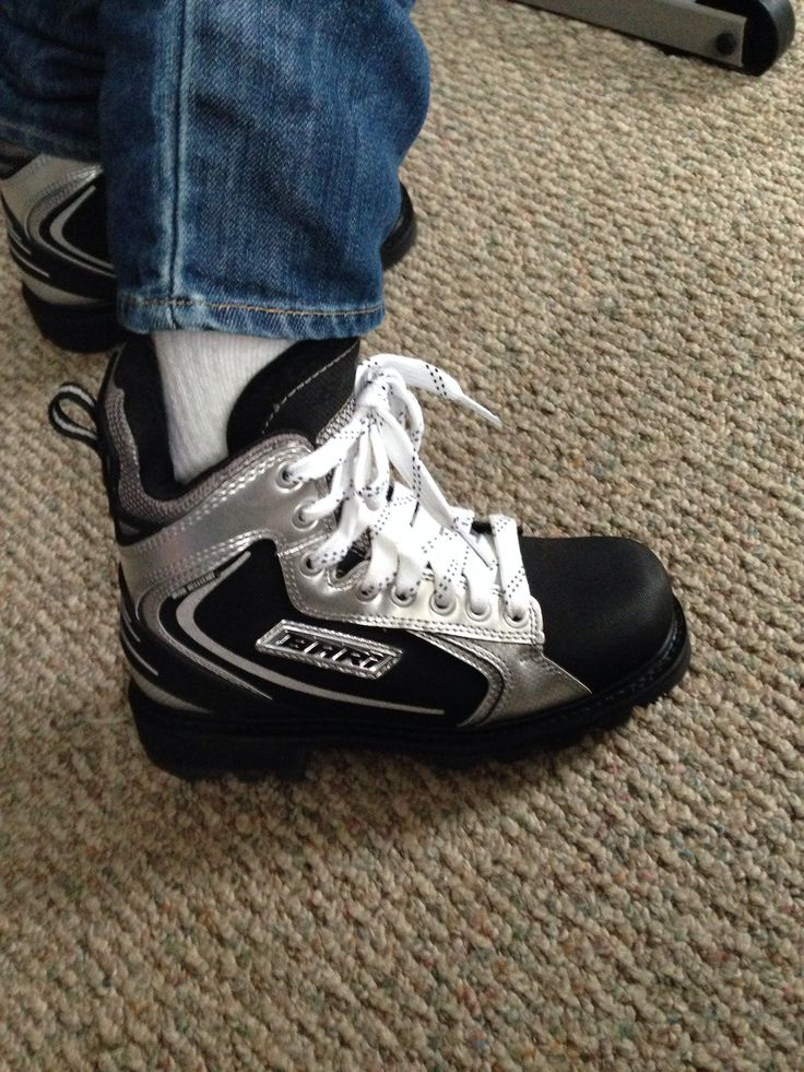 """Previous Pinner:""""Hockey shoesI have got to get me a pair of these! Snow boots that look like hockey skates."""" My son actually has these! Thy are great! He loves them. They are very warm and have been quite durable! I highly recommend these boots!"""
