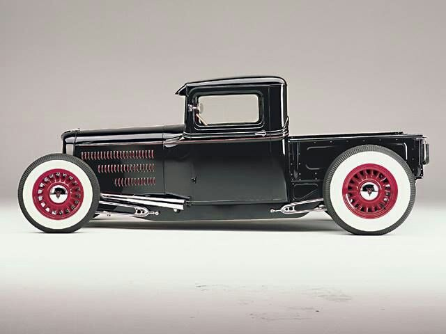 I think this a early 20 century ford pickup.