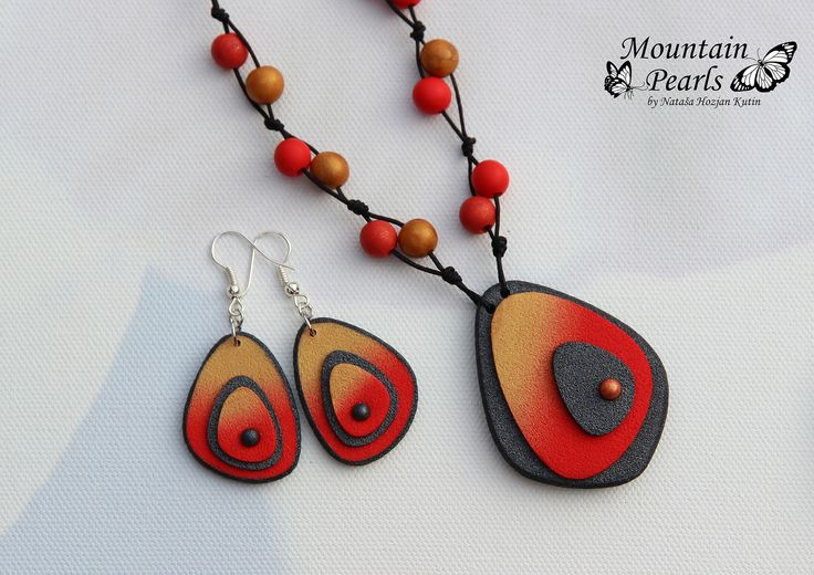 Polymer clay pendant and earrings | por mountain.pearls
