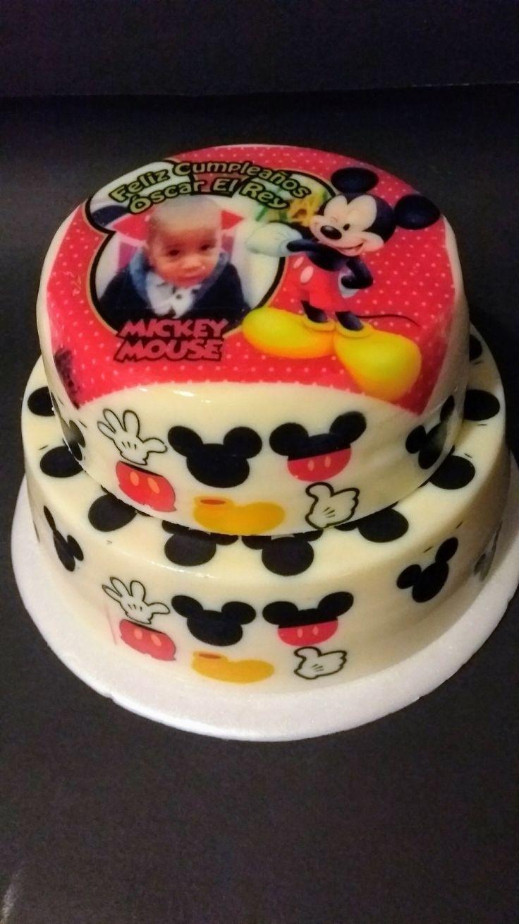 Muchos Mickey Mouse en nuestra deliciosa gelatina rellena de frutos rojos! Personalizala y has de tu celebración un momento inolvidable!