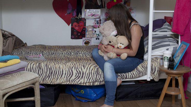 Naomi (15) viel in handen van een loverboy en put nu veel troost uit haar beren.
