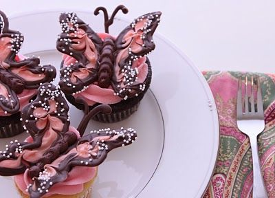 Icing Designs: Beautiful Cupcakes!
