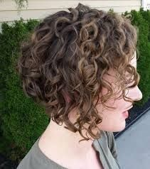 short wavy haircuts 25 best ideas about curly angled bobs on wavy 9872 | ae71aafffaf9872fc3032f827028c18e