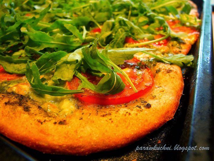Para w kuchni: Pesto, pomidor i rukola, czyli pizza na letniaka