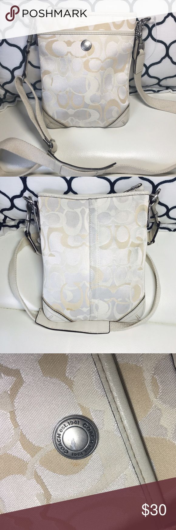 AUTHENTIC COACH SWINGPACK CROSSBODY-10148 AUTHENTIC COACH SWINGPACK CROSSBODY-10148 In good condition some signs of wear in the back as shown in pics Coach Bags Crossbody Bags