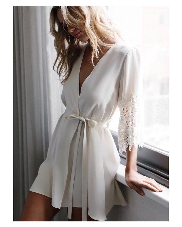 La lencería de @maessunday no puede ser más bonita y delicada. Ideal para el momento previo a la boda (peinado y maquillaje) y para la luna de miel  #goodnight #buenasnoches #honeymoon #lunademiel #lingerie #lencería #sexy #estilazo #look #fashion #wedding #weddingday #boda #bride #novia #mariee #bridaldress #vestidodenovia #weddingdress #inlove #amazing #photography #photoshoot #stunning #weddinginspiration #inspiration #love #like #picoftheday #siempremia