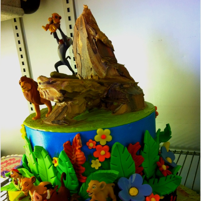 OMG! Take a look at this Lion King cake. Now that's what I call 3D.