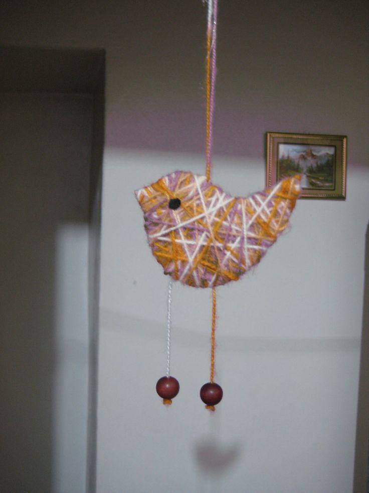 ptáček z kartonu a vlny