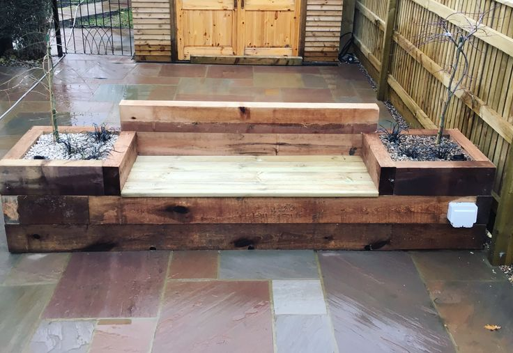 Sleeper seat and raised bed combo #gardendesign #outdoorliving