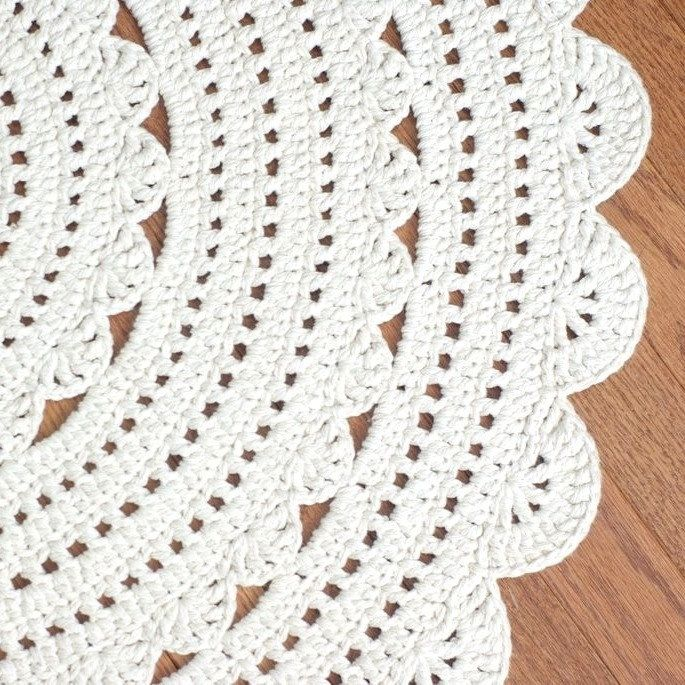 Crochet Doily Rug-no pattern here, but I think I can copy the pattern from the picture.