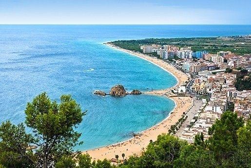 ¡Pasa esta Semana Santa en la playa! 3 noches en Blanes, Girona, con desayunos, cenas y piscina climatizada por 89€, opción PC