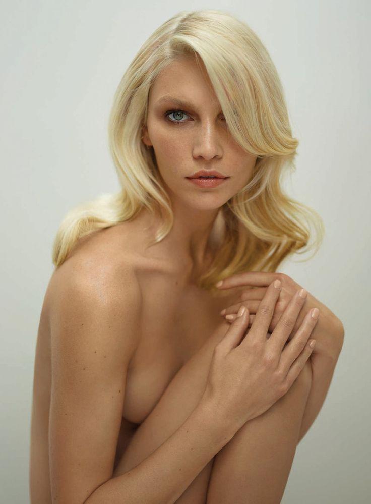 Aline reid nude sex with girl