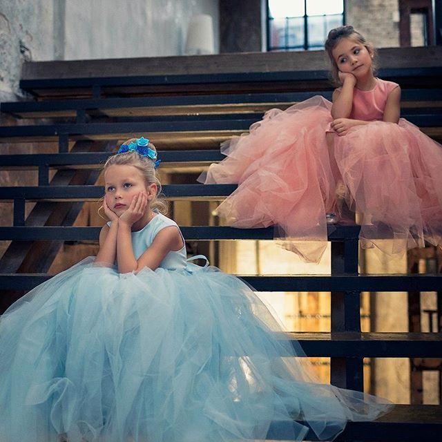 WEBSTA @ my__little__sister - модель платья #little___princessФото @proshinaОбраз @rudzik_t***************Всю серию фото можно увидеть у Натальи в VK по ссылке ➡️ http://vk.com/album-38156406_237512070#my__little__sister__фото__клиента___________________Цены на платьяРазмер S 6750руб. рост 98-106Размер М 7250руб. рост 106-114 Размер L 7750руб. рост 114-122На рост меньше 98 цена как у размера S. Размер XL рассчитывается индивидуально, цена зависит от роста ребенка и желаемой длины…